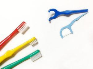 歯ブラシとフロス