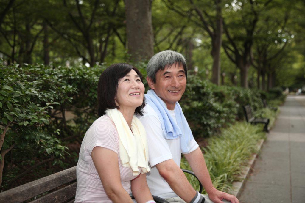 スポーツする中年夫婦