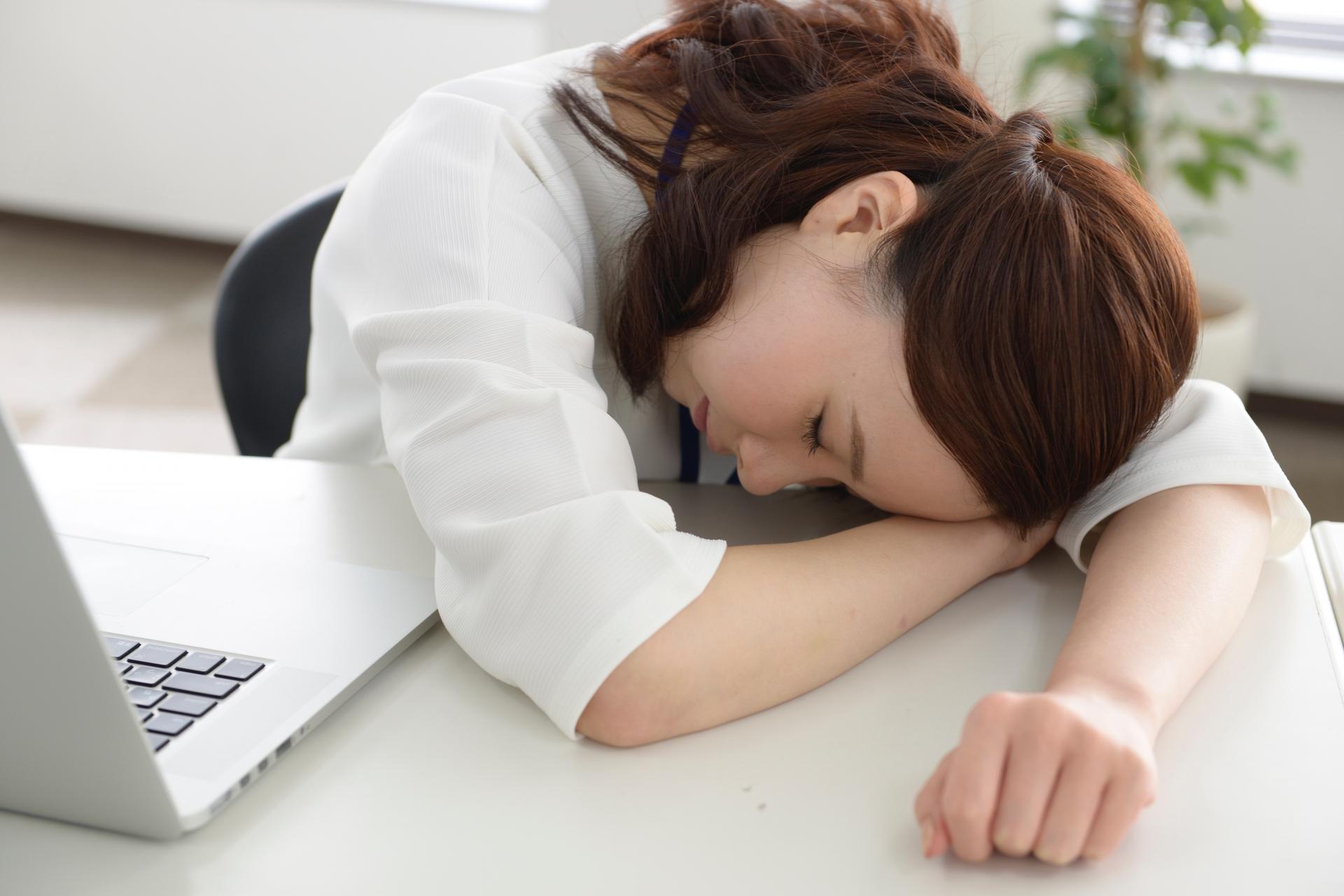 疲労感を感じる女性