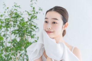 洗顔後タオルで顔を拭く時の注意