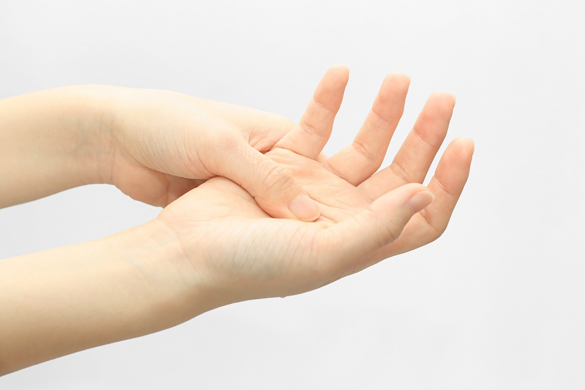 が 朝 関節 指 痛い の