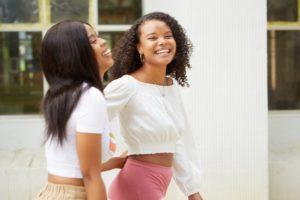 笑顔の黒人女性