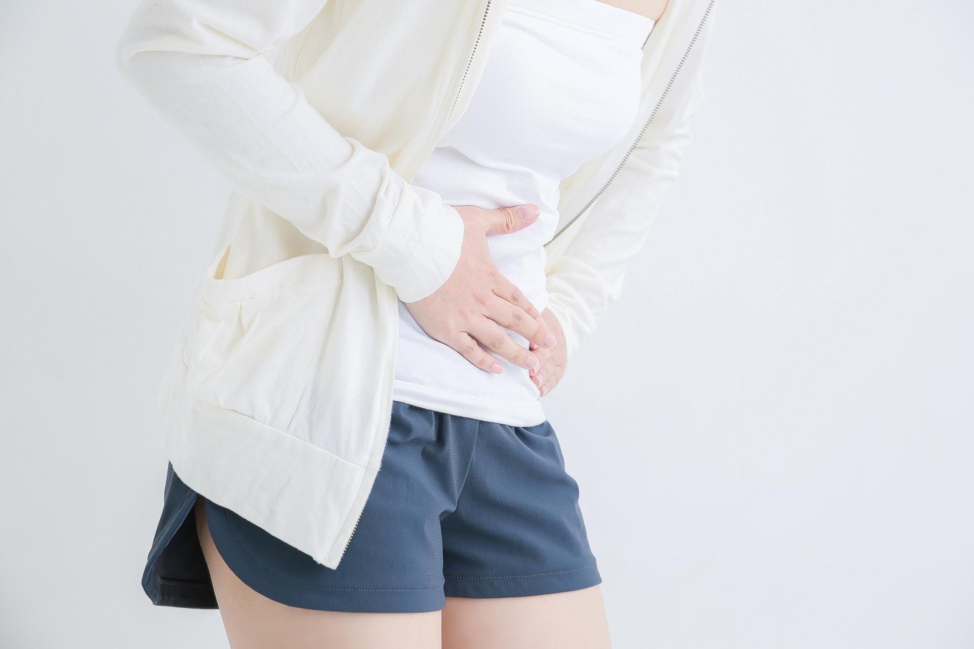 婦人科疾患でお腹が痛い女性