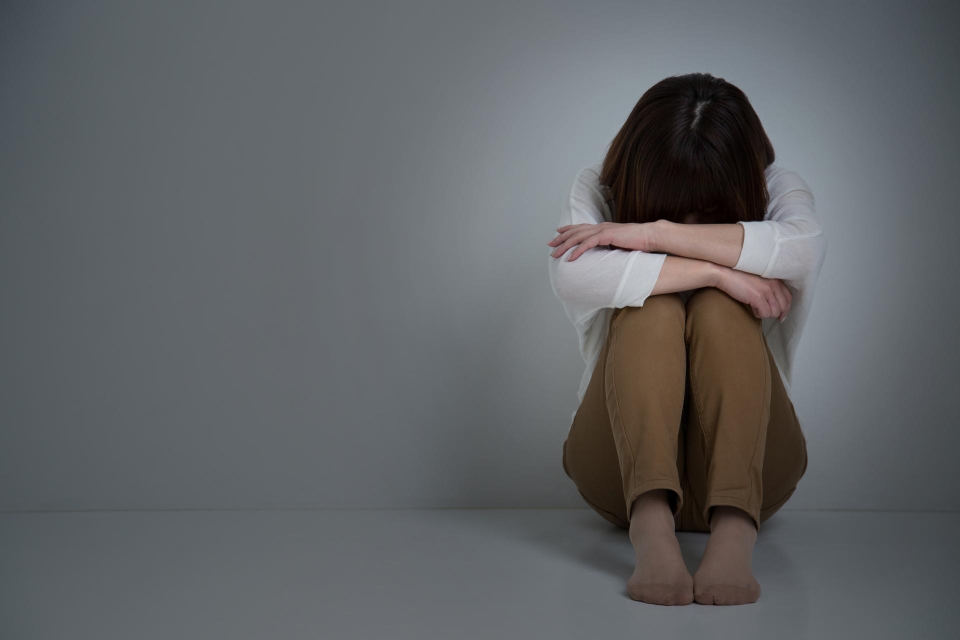 コロナでストレスを感じる女性