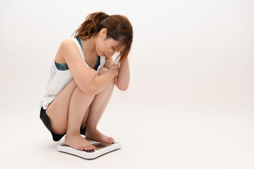 正月太りに悩む女性