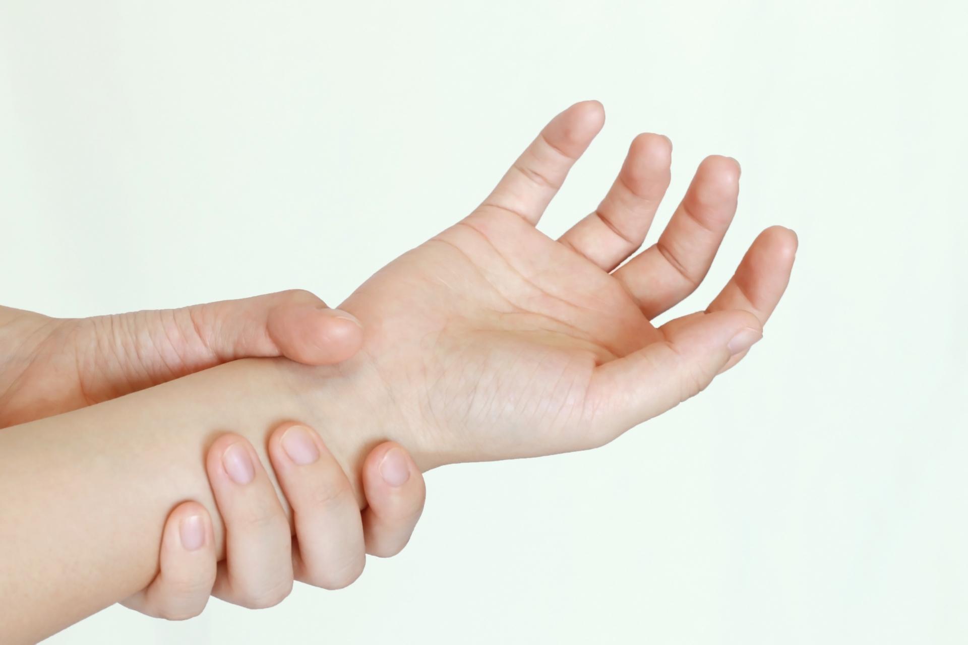 関節リウマチの手