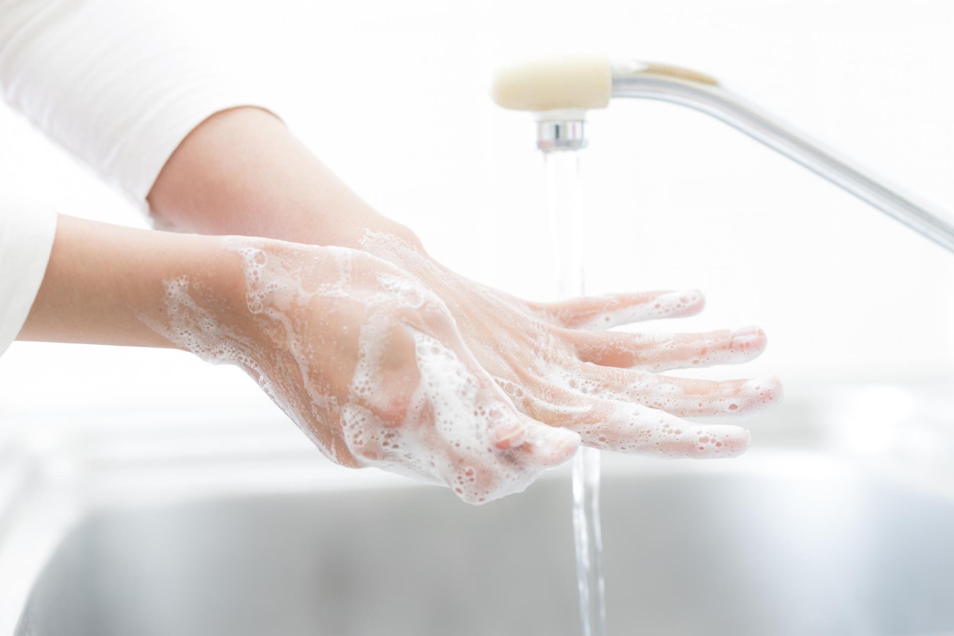 二枚爪の原因、手洗い