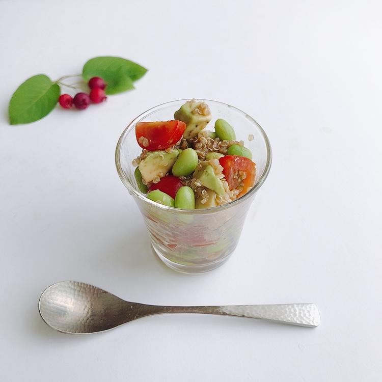 キヌアのサラダ、バルサミコ酢ドレッシング