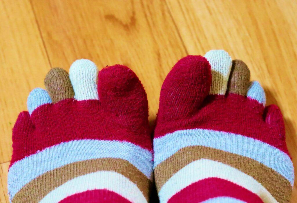 冷え性で5本指ソックスを履いている足先