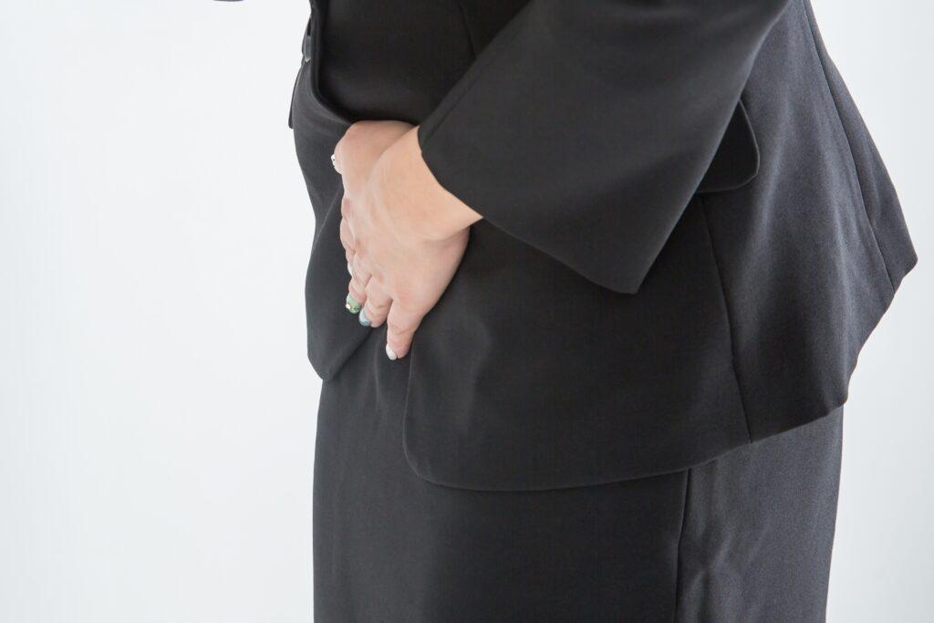 子宮体がんの症状の痛みを感じ始めた女性