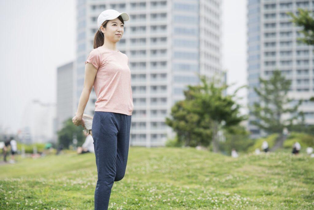 ぽっこりお腹対策で有酸素運動をする女性
