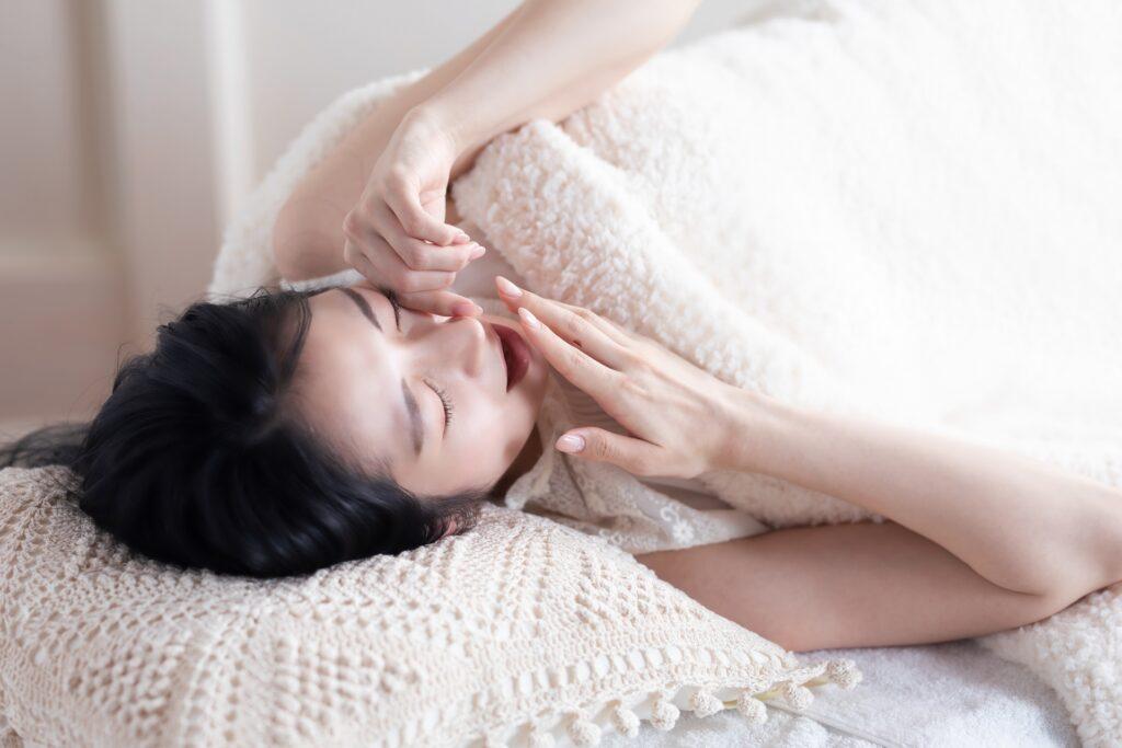 睡眠トラブルを抱える女性