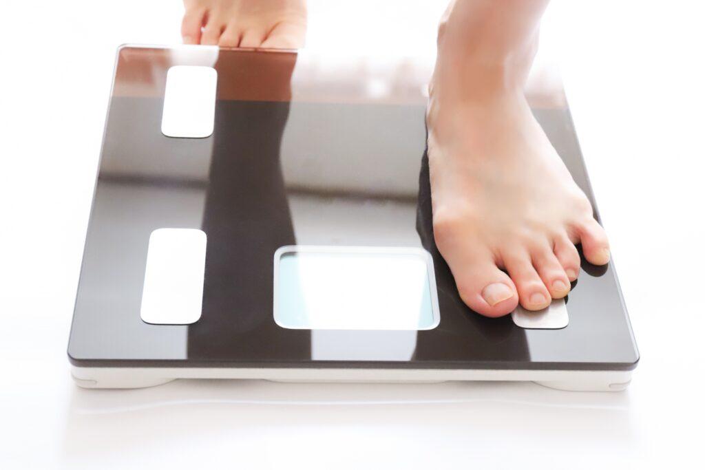 体重計で体重管理をする