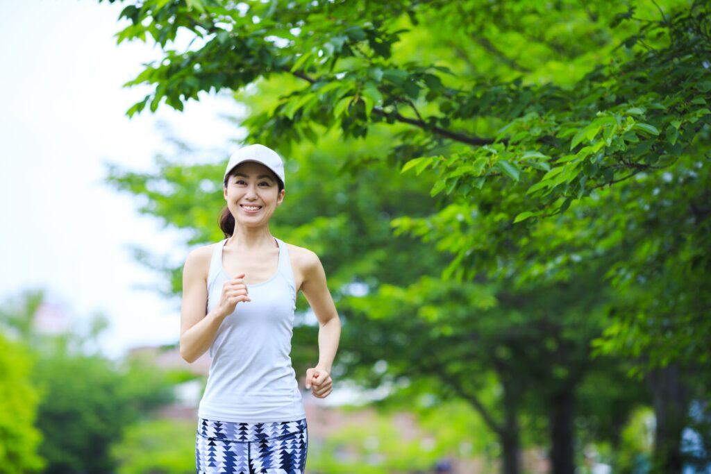 有酸素運動 ジョギングをする女性