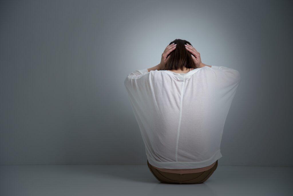 心の疲労を抱える女性