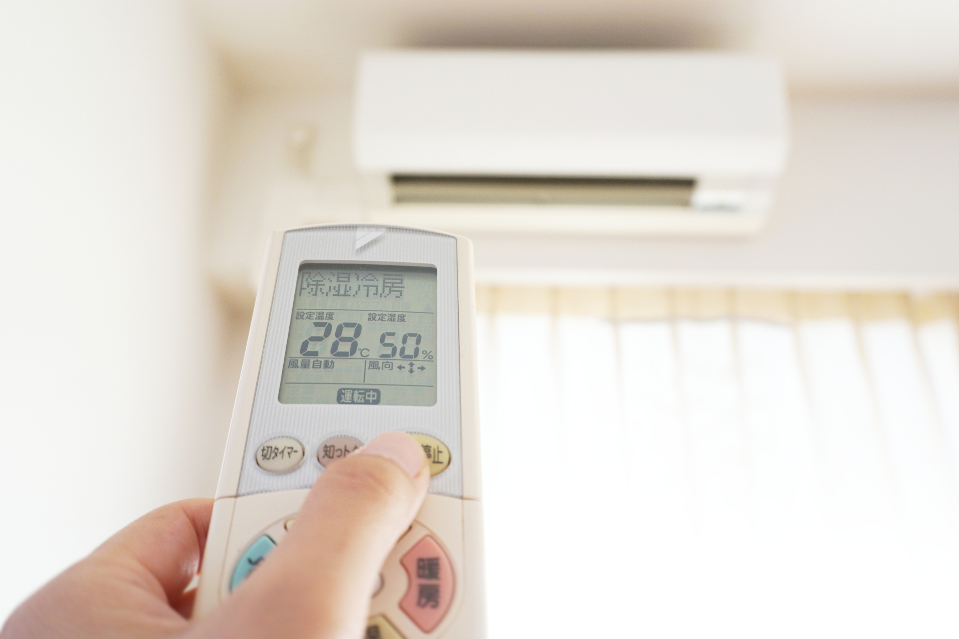 エアコンの設定温度 28度