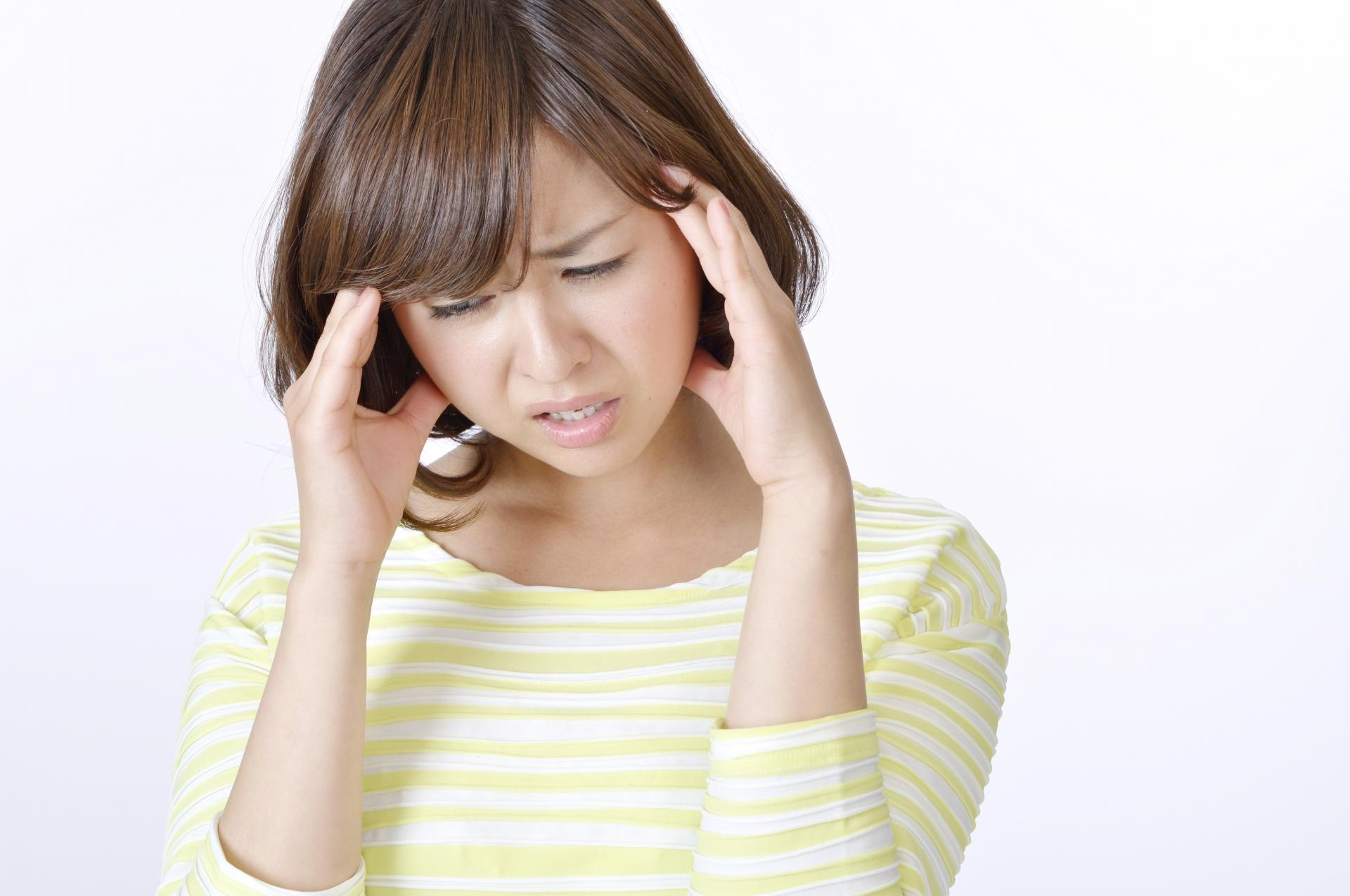 一過性脳虚血発作で頭痛のある女性