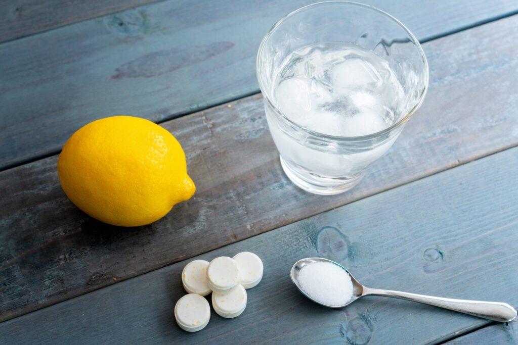夏の脱水と低ナトリウム血症 水と塩