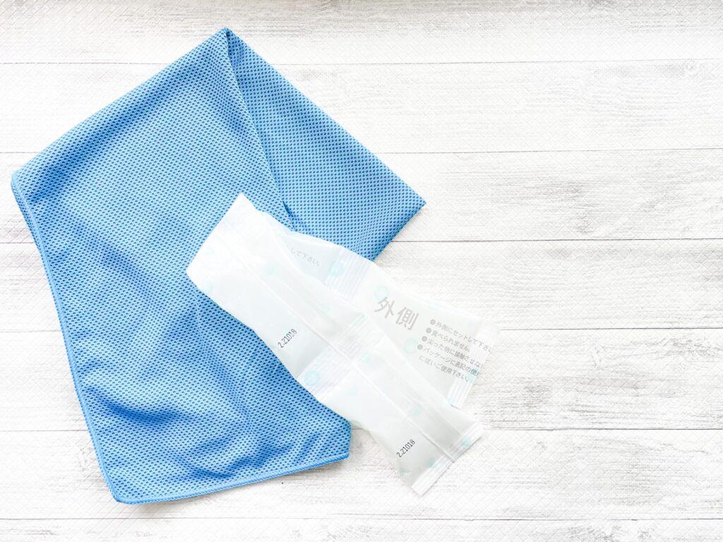 保冷剤とタオル