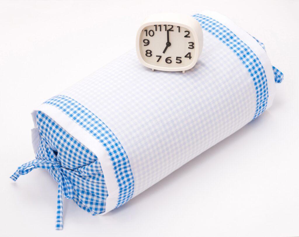 ショートスリーパー 枕と時計