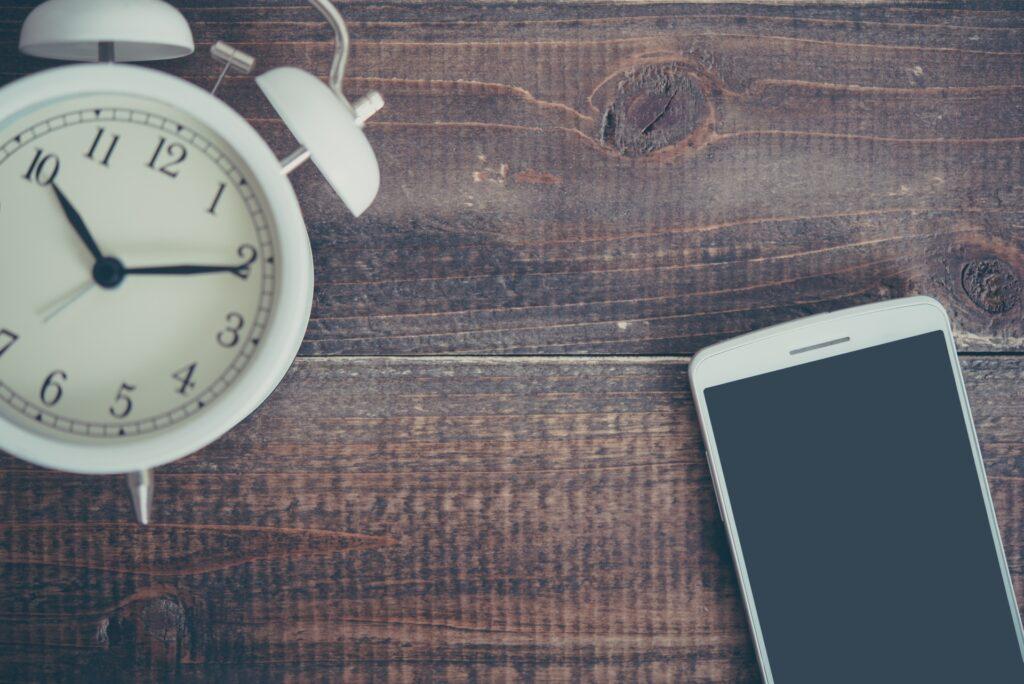 ストレスの予防 睡眠の改善 スマホと時計