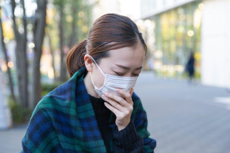 微熱がある女性