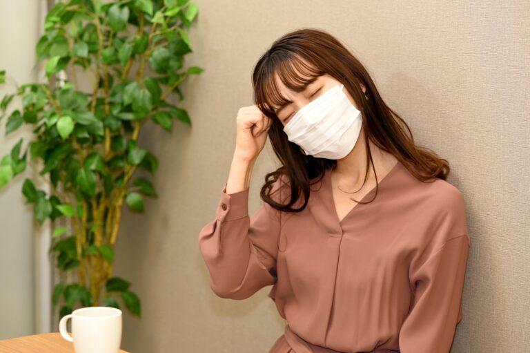 生理前の微熱のある女性